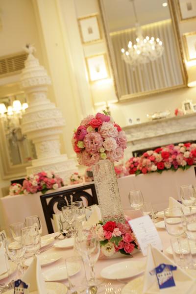 披露宴会場はお姫様のように!ピンクでいっぱい☆こだわりは各テーブルに置かれたカクテルライト!