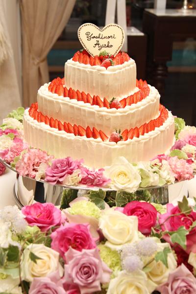 ハート3段重ねのウエディングケーキ