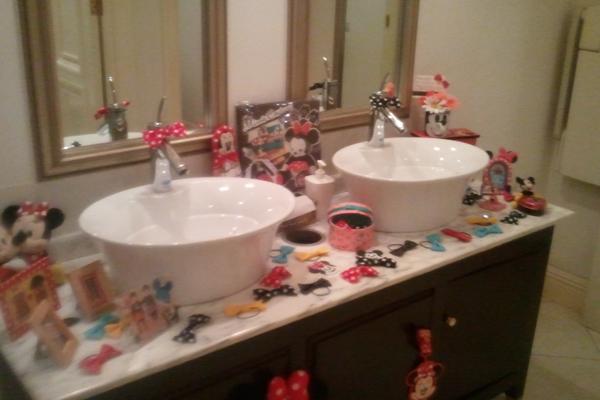 こだわりの女子トイレ☆ちりばめたリボンのゴムはゲストにプレゼント!
