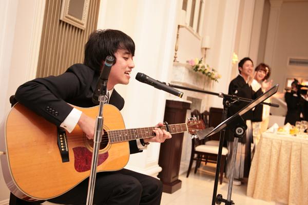ギター演奏の中、キャンドルリレーをして頂きました!ゲスト全員での手拍子!ゲストがひとつになった瞬間でした