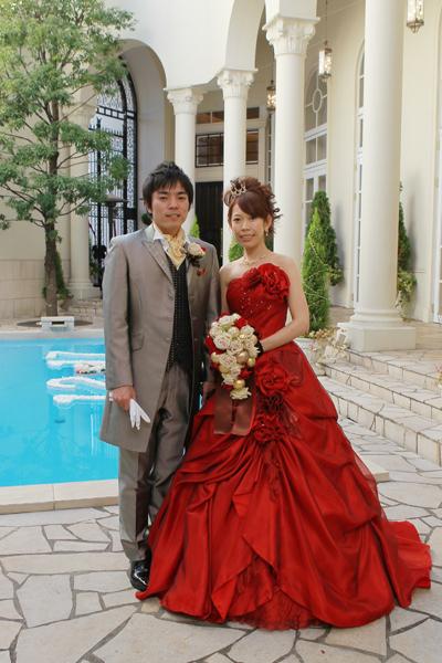 試しに着て一番気に入った真っ赤なドレスは会場の雰囲気にもピッタリでした。