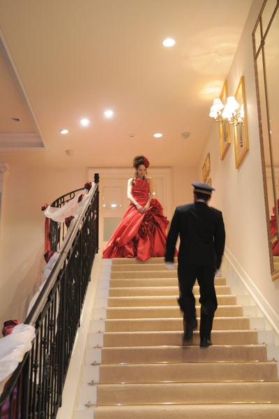 階段からの登場は本当に緊張しました