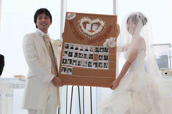 ここでお2人だけの結婚証明書の完成です☆