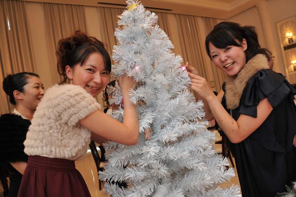 ゲストにクリスマスツリーを飾り付けて頂きました。本当に思い出になりました。