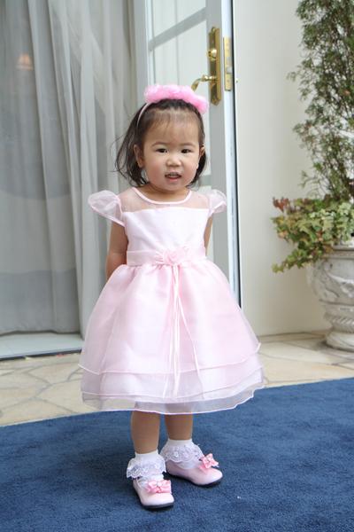 お2人にとって娘同然のここちゃん!ピンクのドレス決まってるね。