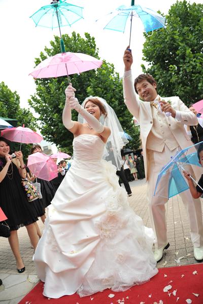 大階段でのフラワーシャワーの後は、大好きなヤクルトスワローズの演出・東京音頭をゲストと全員で♪