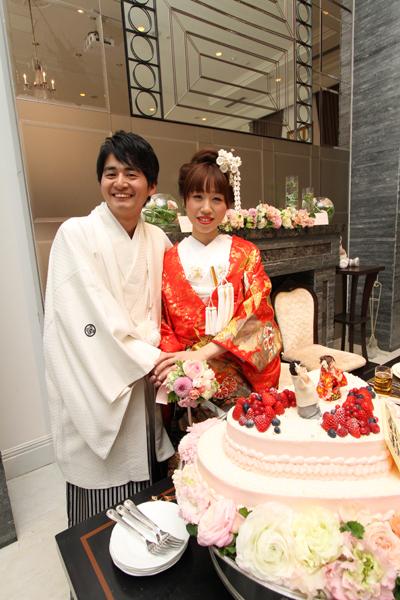 こだわりのオリジナル巨大・生ウエディングケーキ、刀で入刀♪
