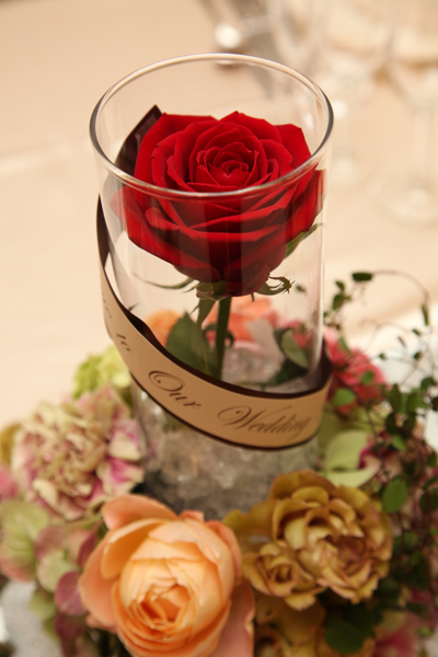 テーブルのお花は美女と野獣のバラのように