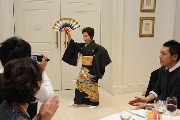 余興第一弾は新婦のおばあちゃんの日本舞踊!