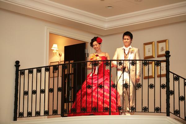 お色直しは、赤のドレス!予想は当たったかな?