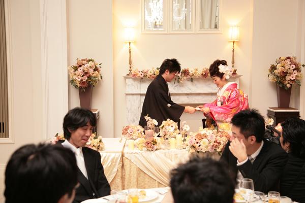 お色直し入場後、新郎へサプライズで手紙を朗読。