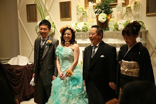 お父さんとお母さんへのサプライズプレゼントはお父さんが見たがっていたカラードレス姿!