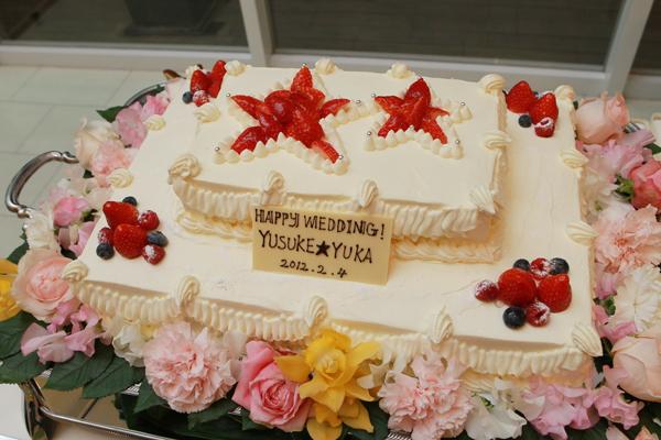 ウェディングケーキもテーマにあわせて星のデザインにしました。