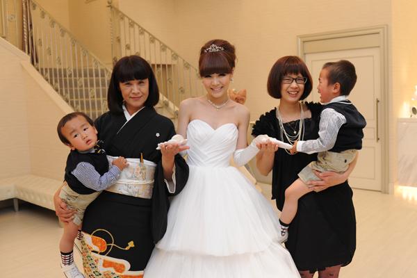 お色直しの中座は、大好きなお母さん お姉ちゃん そして可愛い甥っ子くんたちと