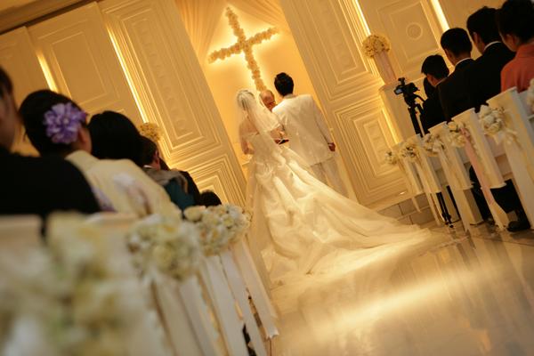 あこがれの白いチャペルでの結婚式