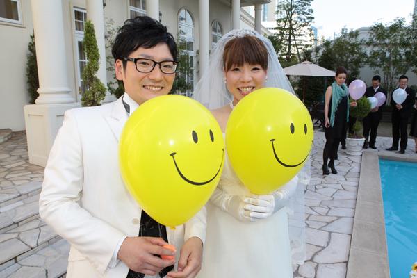 バルーンリリース 結婚式のテーマのニコちゃんと一緒♪
