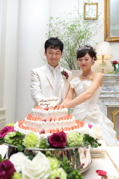 ケーキカット♡ウエデイングケーキはハートの3段っ