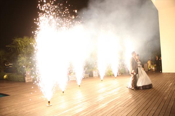 お色直しの入場はナイトウェディングならではの花火をゲストへプレゼント♪