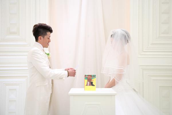 2人とも内緒で考えた誓いの言葉。プロポーズの時にもらった絵本に封印です。大切な宝物。