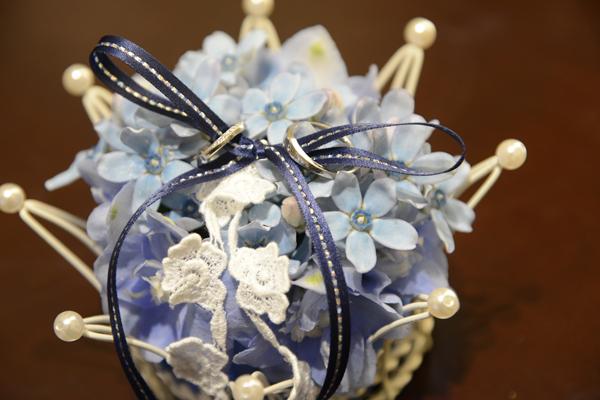 手作り生花のリングピロー(これも友人の手作り)