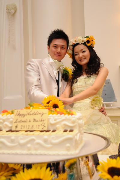 たくさんのひまわりに囲まれたグランドピアノのウェディングケーキはステキでした(*^_^*)