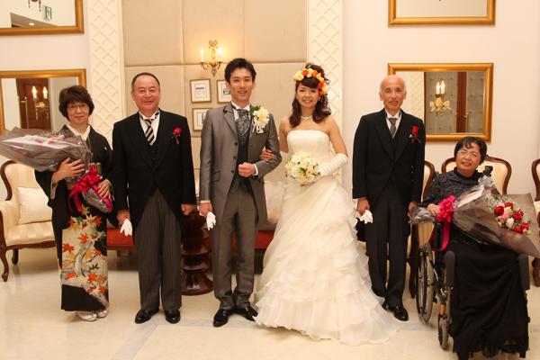 両親と記念撮影。幸せがいっぱい詰まった一日の締めくくり☆