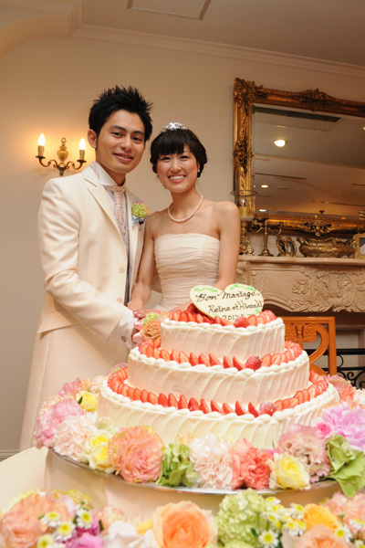 ケーキカット。かわいいケーキを目の前にテンションも上がります♪