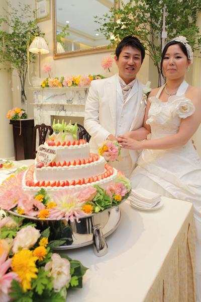 ウェディングケーキのてっぺんには新婦の好きなトイ・ストーリーのキャラクターを