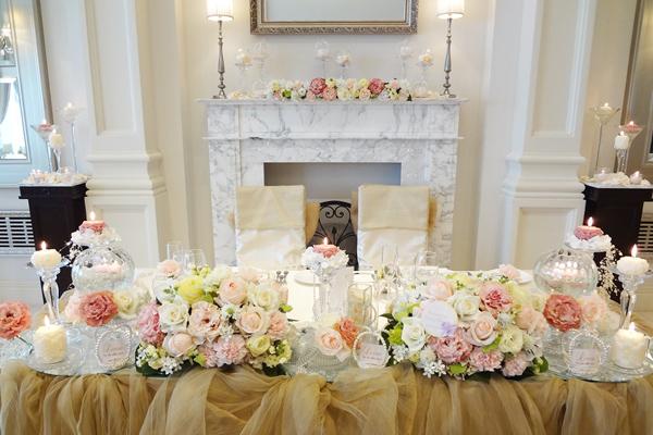 お二人とゲスト様のお席をキャンドル・リボン・チュールで装飾