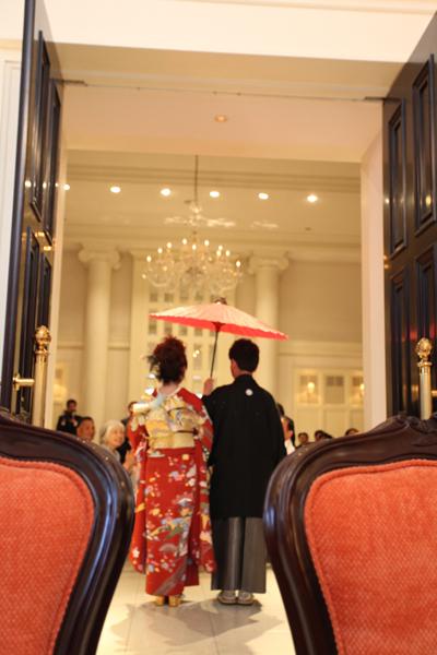 お色直しは和装で☆番傘をさして入場しました。