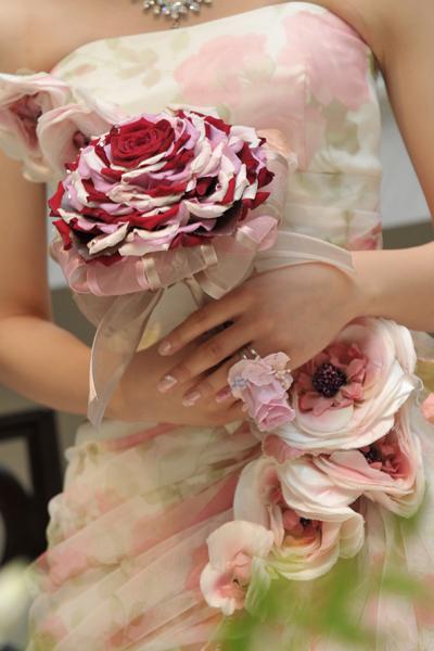 ドレスに合わせて作ってもらったメリアのブーケと、新郎手作りのフラワーリング!!