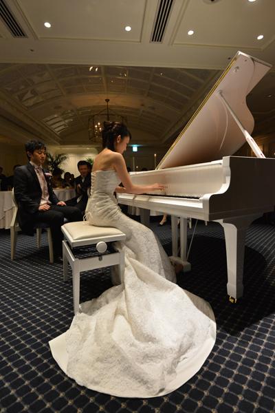 新婦のピアノ演奏♪
