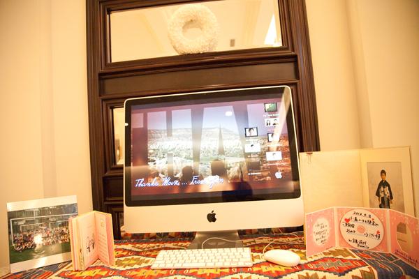 感謝の気持ちを伝えるためにウェルカムスペースにはパソコンを2台置き、ゲストへのメッセージムービーを流しました。