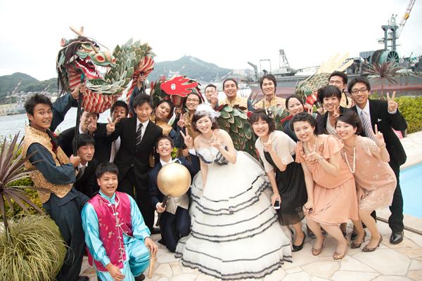 会社同期の余興は長崎名物の龍踊り!本格的な龍に遠方からきたゲストもとても喜んでくれました♪みんな練習ありがとう!