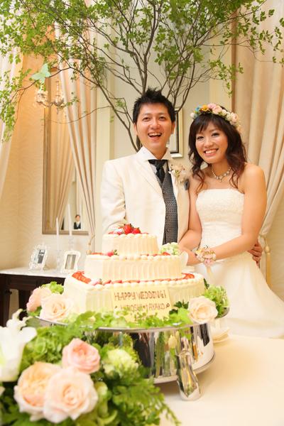 ケーキ入刀♪♪即決したハートの三段ケーキは見た目だけでなく味も大満足!