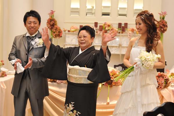 今日一番盛り上がった瞬間!!!新郎中座!嬉しさのあまりおばあちゃんも万歳☆