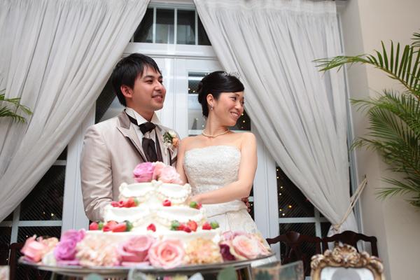 ケーキカットは雰囲気を変えてテラスで