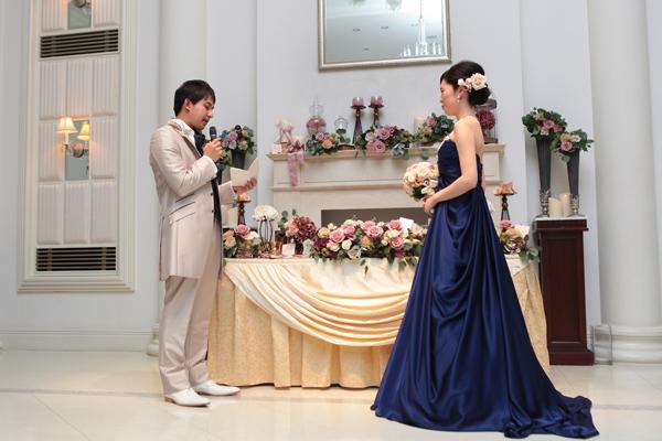 最後は新郎からサプライズの手紙&花束のプレゼント!!