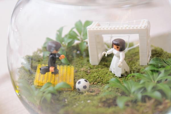 二人の共通の趣味であるサッカーを取り入れた卓上装飾