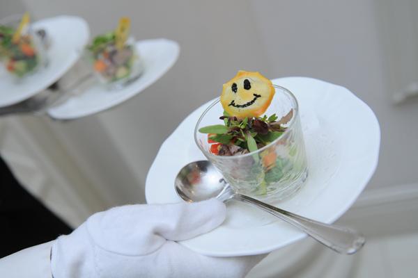 「笑顔」がテーマの結婚式ということで、会場からのサプライズ!!
