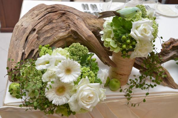 """装花のテーマは """"森""""。イメージ通りに仕上げていただきました。"""