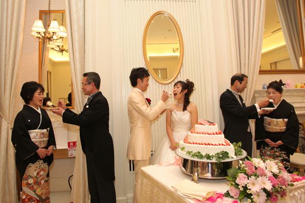 両親の銀婚式祝いも兼ねて ファーストバイト