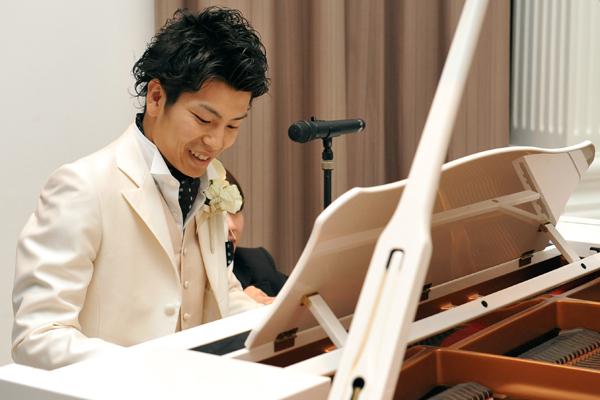 サプライズで、歌うたいのバラッドを弾きがたってくれました