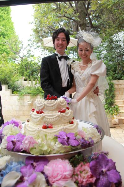 さわやかなガーデン前でウェディングケーキ入刀&デザートブッフェ♪ 大好評でした!!