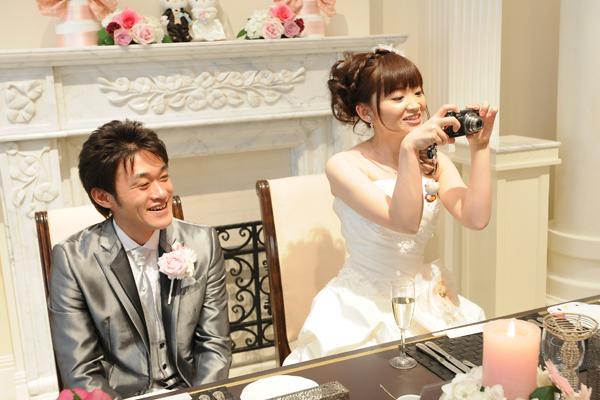花嫁もデジカメ持参、撮られるだけじゃなく撮っちゃいます☆