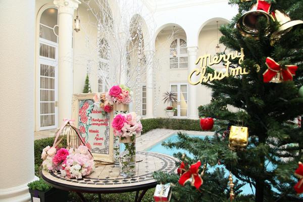 クリスマスツリーと一緒に手作りのウェルカムボードを添えて