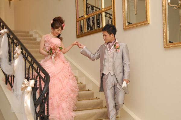 お色直し後、新郎はガーデンから、新婦は階段から入場