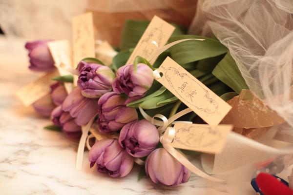 新郎からサプライズプレゼント チューリップの花言葉は「永遠」ずっとよろしくお願いします。
