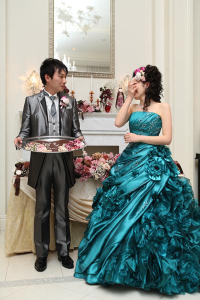 27本のバラの花束と大きな手作りチョコレートのサプライズ!ビックリして号泣でした