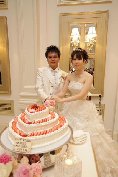 2人の幸せの形、ハート形のケーキです!